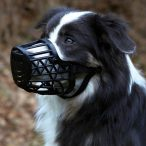 Trixie műanyag szájkosár M - 22cm Fekete színű szájkosár kutyáknak - Puha műanyagból készült bőr szalaggal